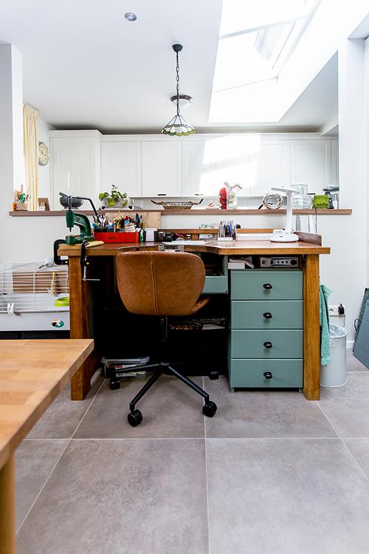 Hobbyruimte en keuken met veel licht