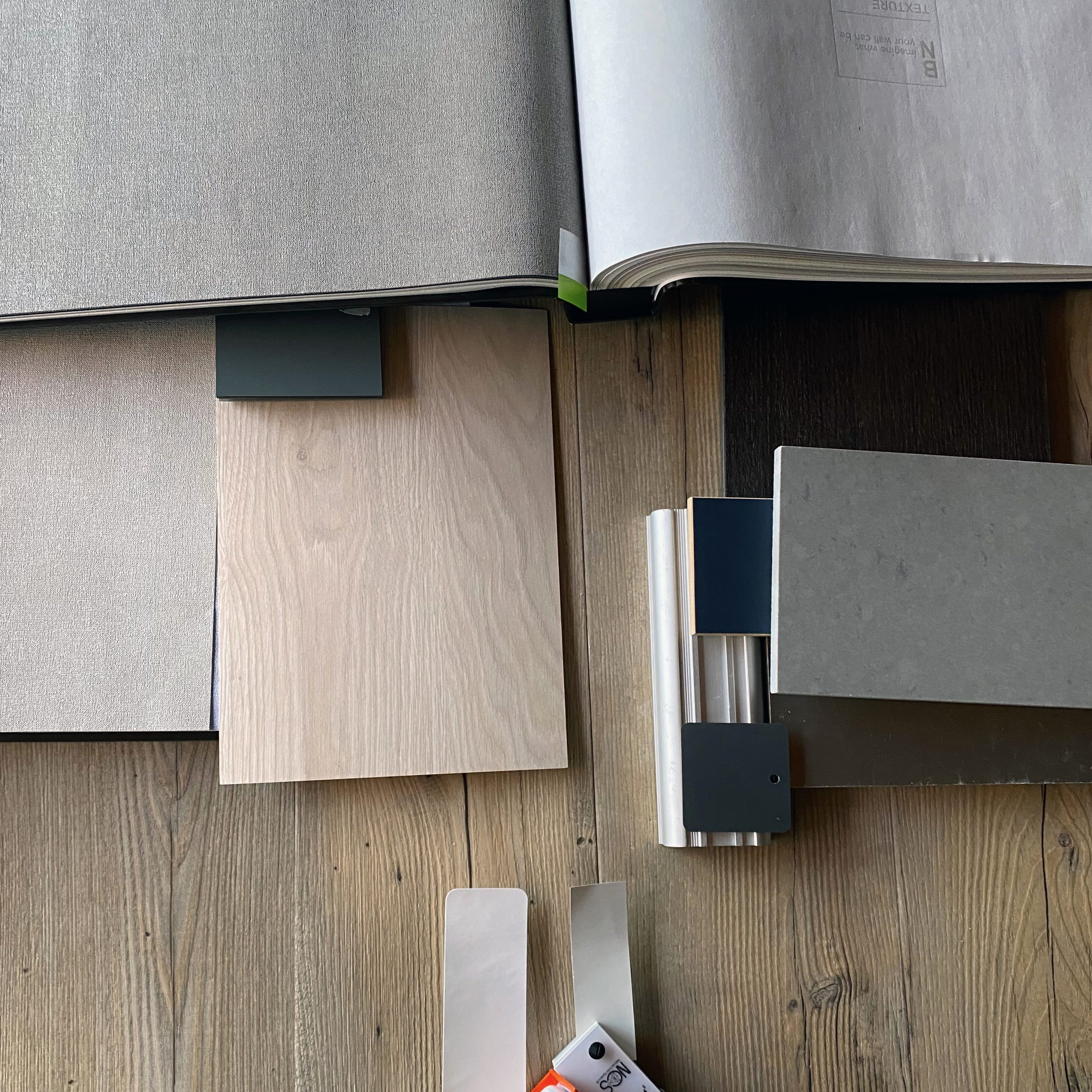 Materialen voor de keuken en twee prachtige maatwerkkasten