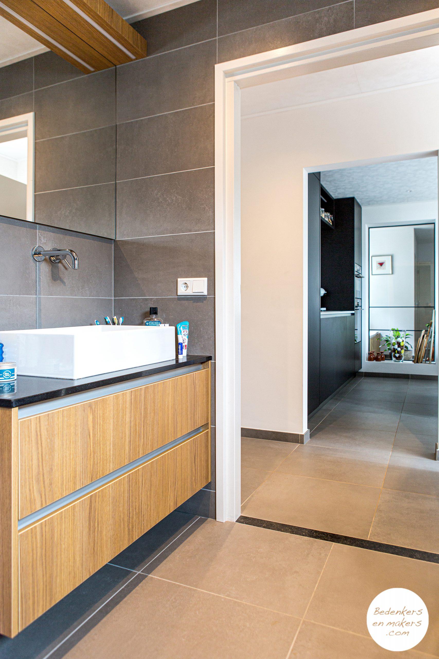 Levensloopbestendige badkamer op de begane grond met inloopdouche S20C172901